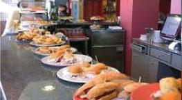 Qué visitar en Irún Entorno Pensión Europa comparte bar-cafetería y restaurante con el Hotel Aitana